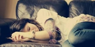 Mulheres necessitam dormir