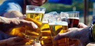 Homens que bebem