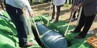 Viúva enterra fortuna