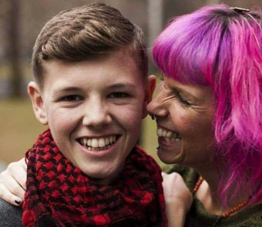 Adolescente com cancro
