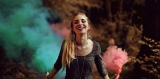 Mulheres fortes sorriem