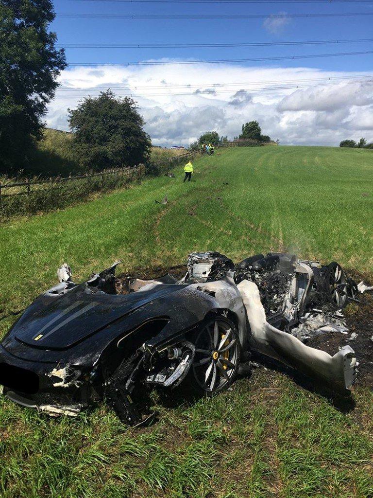 Ferrari destruído