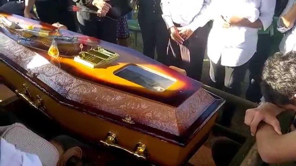 Todo o dinheiro no caixão