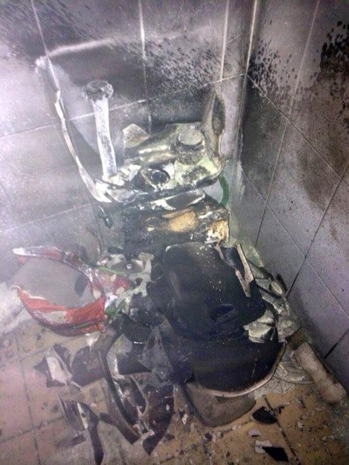 Mulher explode casa de banho