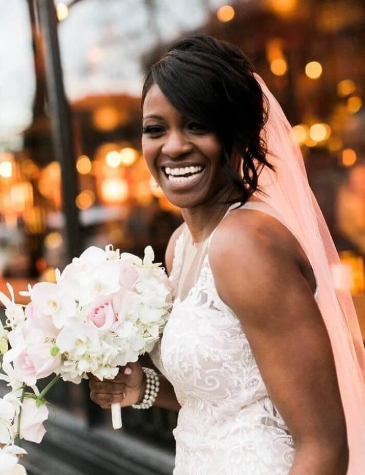 Menina adorável confundiu noiva