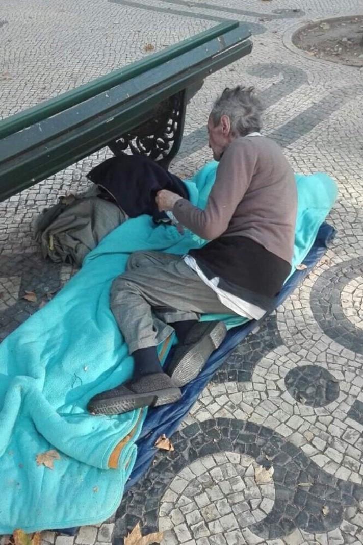 Homem cego de 85 anos