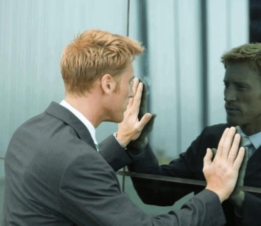 Quando te olhas ao espelho