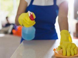 pessoas com a casa limpa