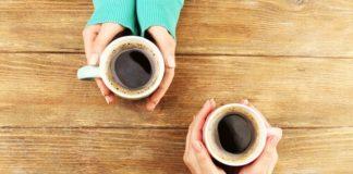 Tomar café com um amigo