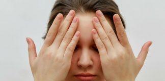 Massagem facial que alivia nariz entupido